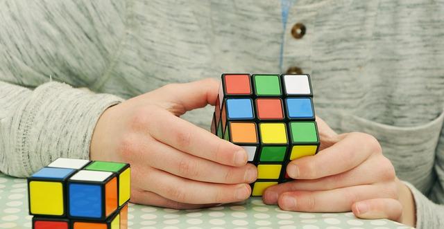 Dlaczego ułożenie kostki Rubika jest takie trudne?