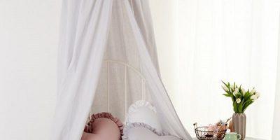 Jaki baldachim do łóżeczka dla dzieci w małym mieszkaniu?